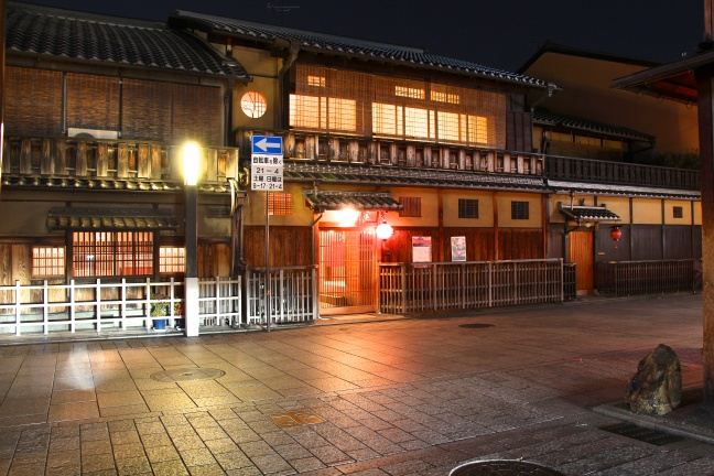 JP-Kyoto-Gion-Area-Traditional-House-Night-View