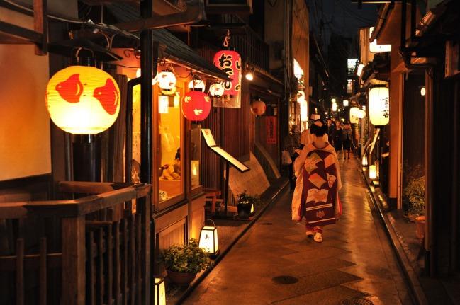 kyoto_gion_at_night_0701