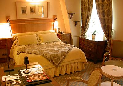 Warm, traditional rooms sleep up to 2 guests. All come with en suite bathrooms, work desks, flat-screen TVs and free WiFi. Suites add living rooms; 1 room offers views of the Eiffel Tower.