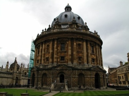 A number of movies used the Bodleian Library as a setting. Recently noted were: Harry Potter and the Philosopher's Stone (2001), Harry Potter and the Chamber of Secrets (2002) & Harry Potter and the Goblet of Fire (2005): Duke Humfrey's Library was used as the Hogwarts library and the Divinity School as the infirmary.