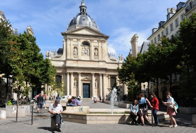 During the Middle Ages, the Sorbonne University attracted scholars from all over Europe who learned and spoke Latin, explaining the quarter's name. There are still many higher education institutions in this historic academic quarter, including La Sorbonne and the Collège de France.