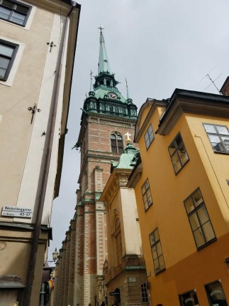 Prästgatan - Priest Street is a picturesque street with beautiful houses in the Old Town. The street is mentioned as early as 1586. The name comes from this being where many priests from the Stockholm Cathedral and the German Church lived.
