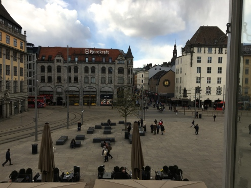 Many rooms offer views of the Jernbanetorget square. Across the street is the popular Karl Johans Gate.