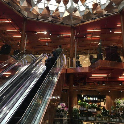 Alongside the Shopping District is the Paleet Shopping Center. This is a destination with a strong personality - an overall experience through modern design paired with dining venues and high end boutiques.