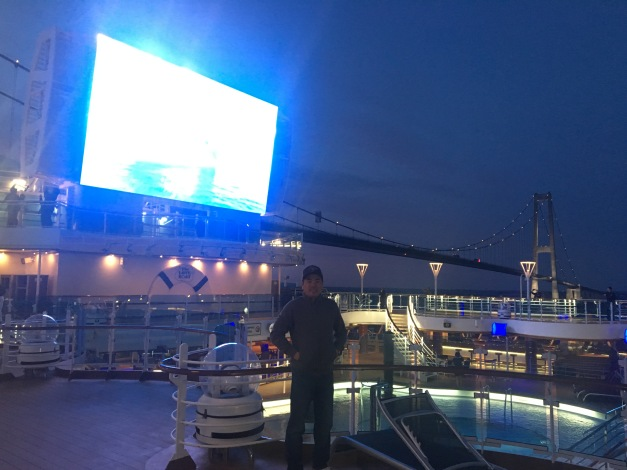 Movies Under The Stars are available on the Lido Deck most nights. Passengers can watch newer movies from the comfort of padded chairs. Princess really has perfected this option, offering blankets, fresh-popped popcorn, and cookies and milk.