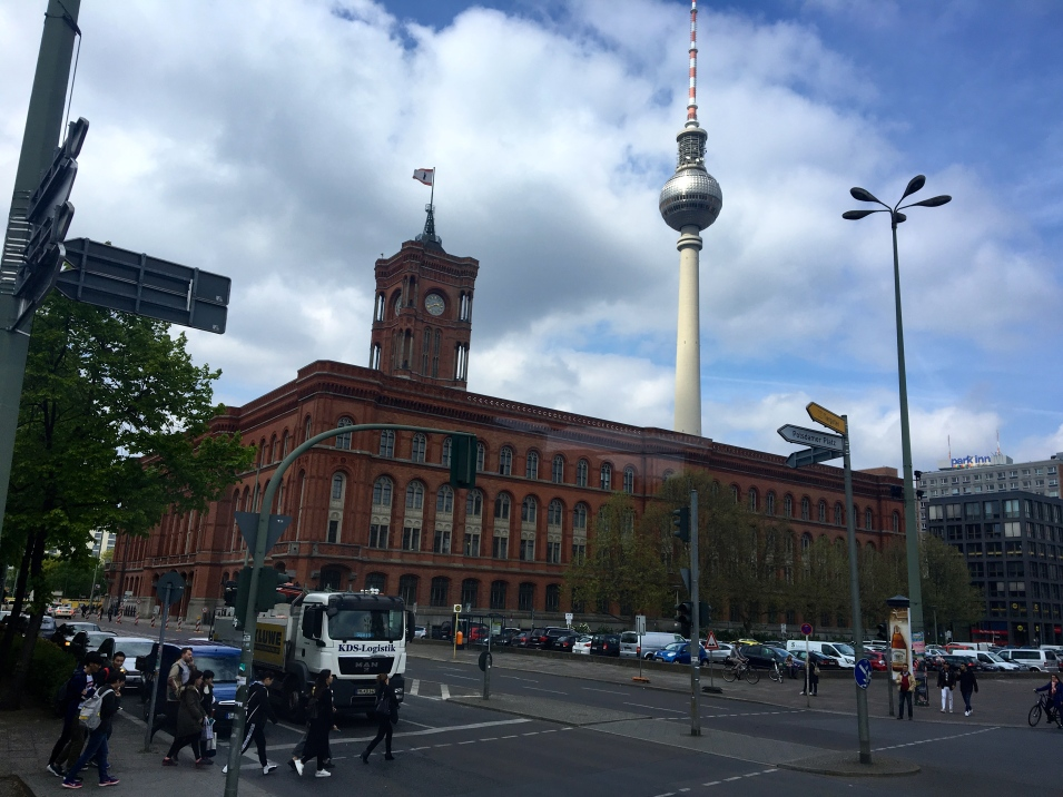 The Rotes Rathaus is the town hall of Berlin, located near Alexanderplatz. It is the home to the governing mayor and the government of the Federal state of Berlin. Wikipedia