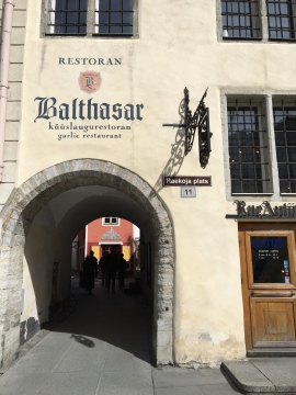 Due to its peculiar menu and interiors, Balthasar has become a popular restaurant among locals. Starting from appetizers and ending with desserts, you can pick between various levels of intensity of garlic flavour.