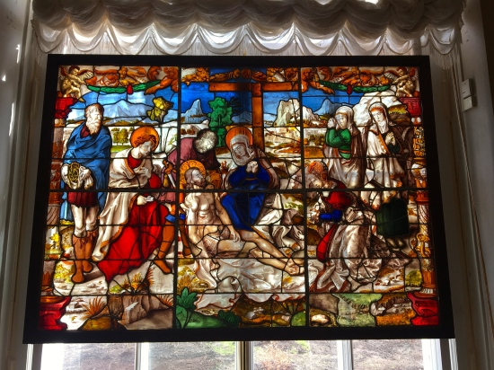Stained glass window depicting the death of Jesus Christ.