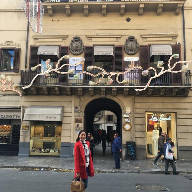 Browsing through Via Roma